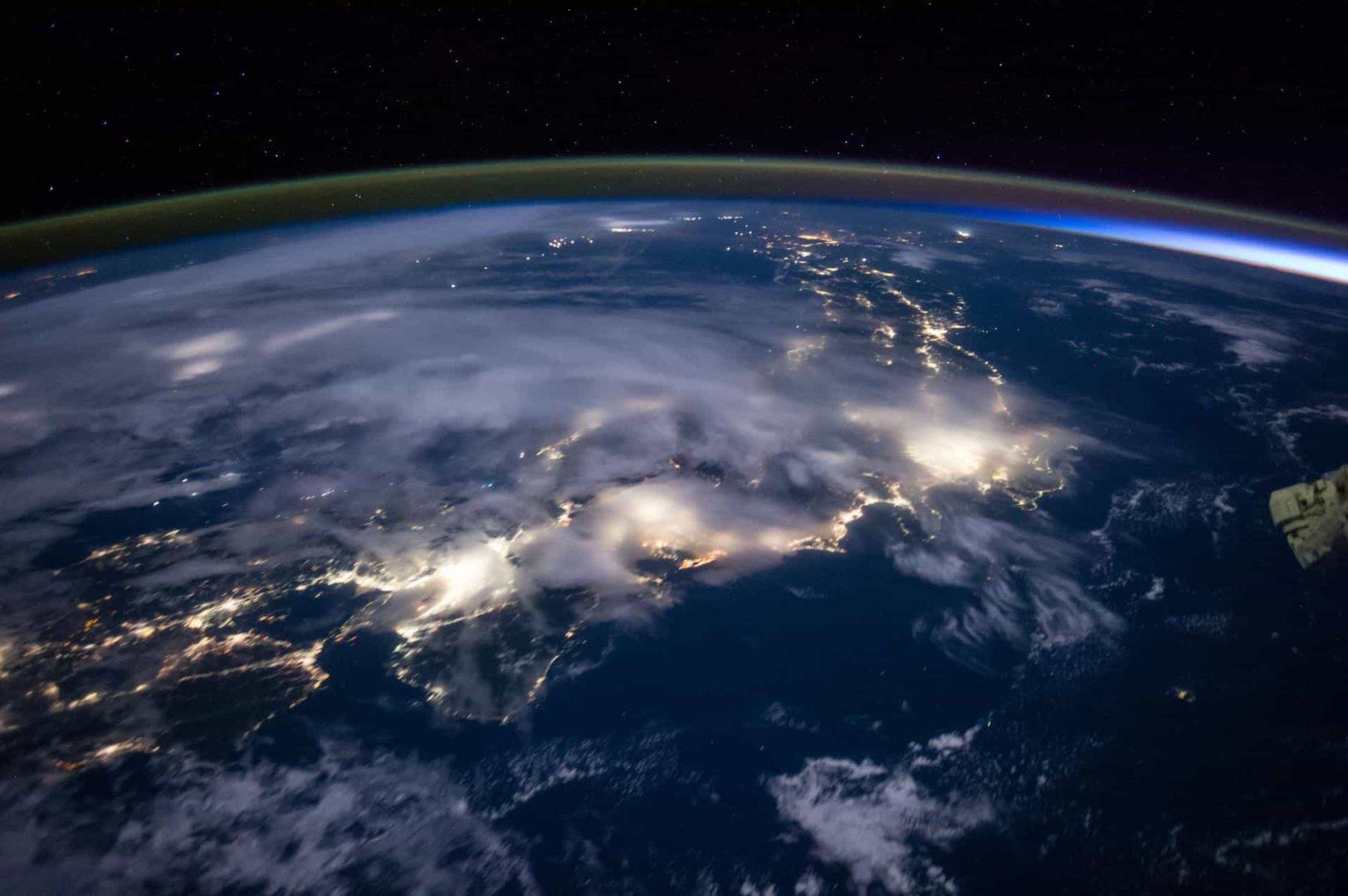 ISSから撮影された夜の日本列島