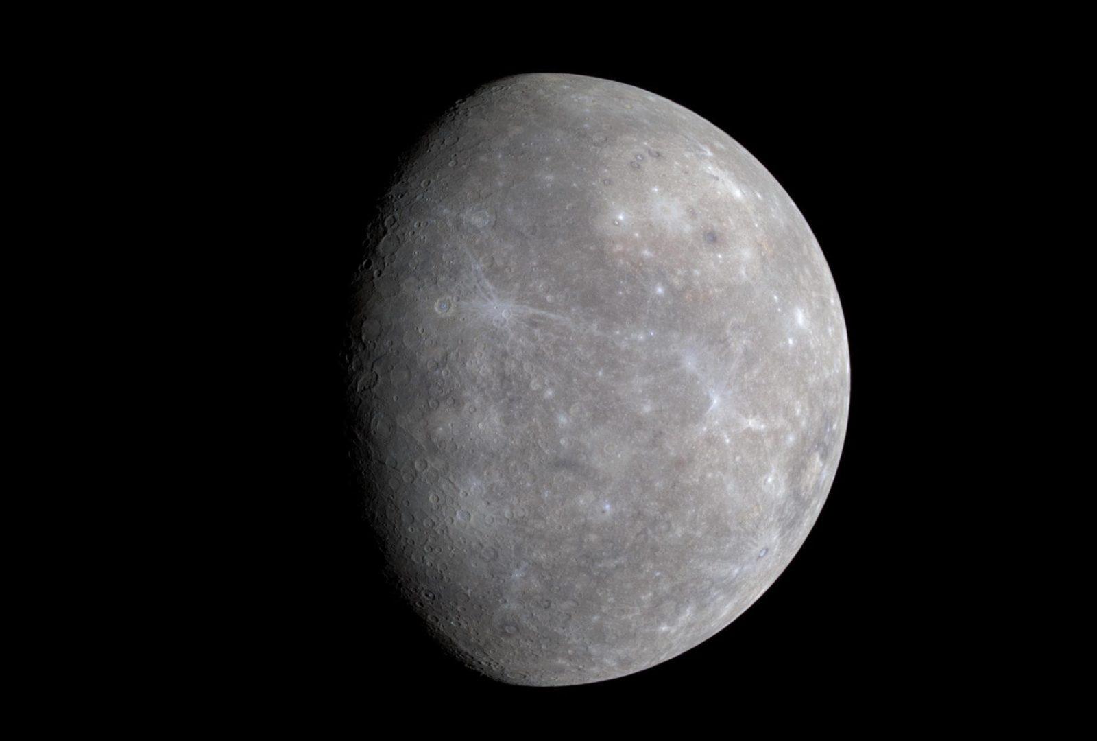 探査機メッセンジャーが撮影した水星